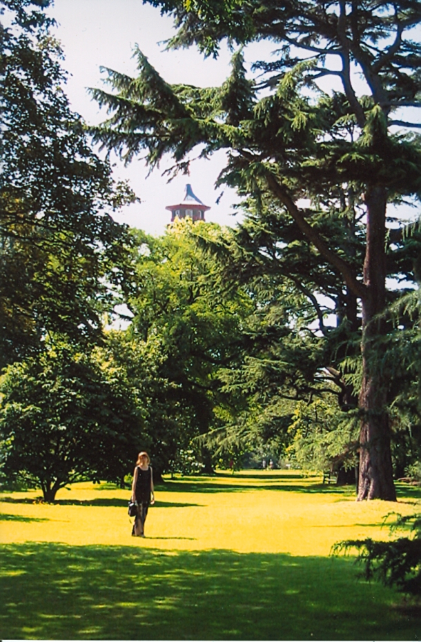 3 months pregnant and in Kew Gardens--London