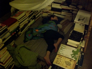the kiddo sleeps in his fort made of books