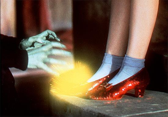 The-wicked-witch-tries-to-steal-the-Ruby-slippers-the-wizard-of-oz-3932314-550-383